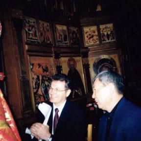C Н. Абыкаевым и Владыкой Мефодием, Алматы, 2004 г.