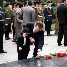 Цветы героям войны