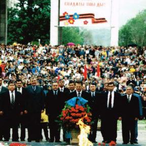 День Победы возложение цветов к памятнику 2000 год