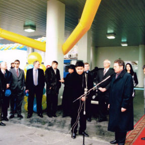 Открытие пилотного проекта современного заправочного комплекса с компанией Хариккейн на пересечении улиц Толе Би и Матэ Залка 1998 год