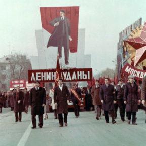 Председатель райисполкома . ноябрь 1987 года. Демонстрация трудящихся