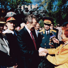 С ветеранами ВОВ, 9 мая 2004 года