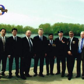 С ветеранами ВОВ 9 мая 2005 года.