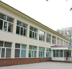 современное здание школы г. Алматы