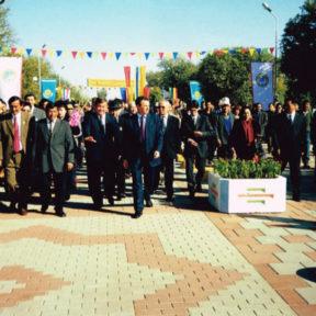 Туркистану 1500 лет. Oткрытие улицы построенной алматинцами 2000 год