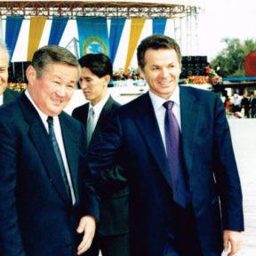 В Храпунов, Б.Сапарбаев. Туркистану 1500 лет. Торжественное открытие площади Алматы в Туркестане 2000 год