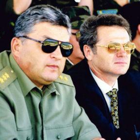 В Храпунов, аким города Алматы 1998 год. C министром обороны РК М. Алтынбаевым