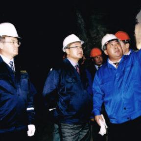 В Храпунов дает пояснение Премьер-Министру Д. Ахметову o необходимости строительства метро в г. Алматы, 2003 год