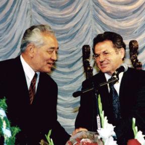 В Храпунов с М. Сагдиевым, председателем Совета ветеранов Казахстана 1999 г.