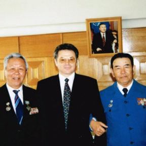 В Храпунов с ветеранами Бостандыкского района г. Алматы