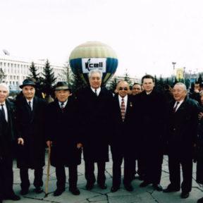 В Храпунов с ветеранами центральная площадь 2000 год