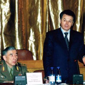 В Храпунов Совместное с Министром Внутренних дел Казахстана К. Сулейменовым