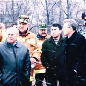 В. Храпунов на осмотре места пожара