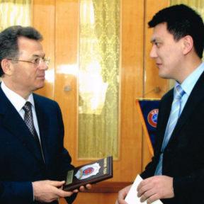 В. Храпунов признан политиком года - 2002 год