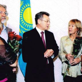 В. Храпунов с гостями Алматинского кинофестиваля, 2004 год