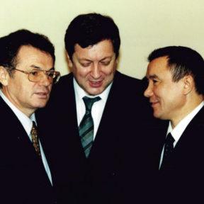 В. Храпунов, В. Школьник, М. Есенбаев