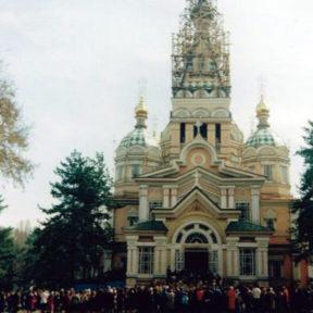 Вознесенский собор г. Алматы. Пасха. 1992 г.