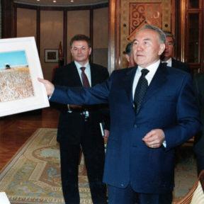 День рождения Н. Назарбаева. В. Храпунов, Н. Назарбаев, К. Токаев, Д. Ахметов 2002