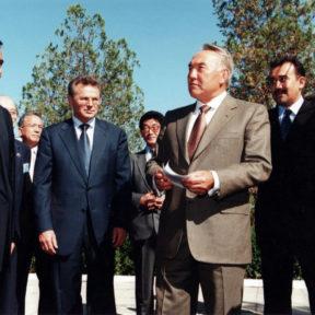 В. Храпунов, Н. Назарбаев, К. Масимов 2001