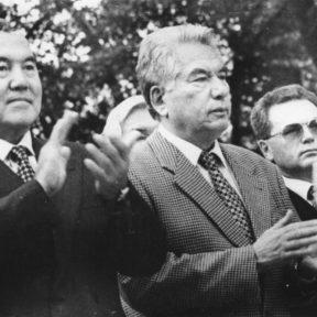 Н. Назарбаев, Ч. Айтматов, В. Храпунов на открытии дома музея М. Ауэзова, к 106 летию со дня рождения 1997