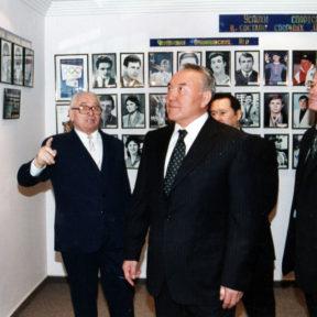 Церемония открытия Олимпийского музея. Н. Назарбаев, В. Храпунов, Т. Досмухамбетов 1998