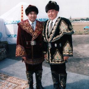 А. Акаев, Н. Назарбаев участники конных состязаний 1999