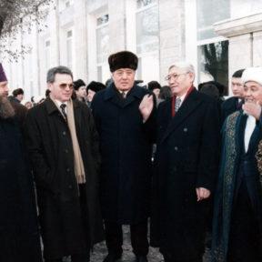 Метрополит Алексий, В. Храпунов, М. Сагдиев, Б. Омирбек, Ратбек кажы – верховный муфтий Казахстана Алматы декабрь 1997