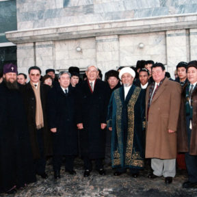 М. Сагдиев, Метрополит Алексий, В. Храпунов, М. Оспанов, О. Байгельди, Ратбек кажы – верховный муфтий Казахстана, З. Нуркадилов Алматы, декабрь 1997