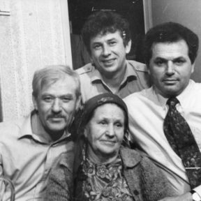 Анастасия Николаевна с сыновьями: Геннадием, Евгением, Виктором Алматы 1985