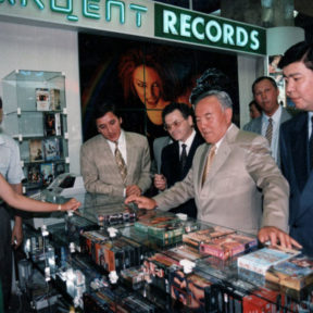 Церемония открытия торгового центра. Б. Абилов, В. Храпунов, Н. Назарбаев, Н. Каппаров 2001