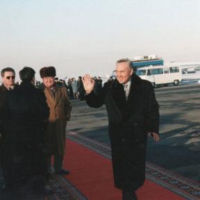 Церемония проводов президента Казахстана в Астану, декабрь 1997