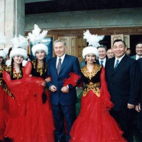 Встреча в Казахском Национальном Университете им. Аль-Фараби. Н. Назарбаев, ректор университета, В. Храпунов, слева президент Чехии В. Клаус