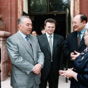 Д. Касеинов, Н. Назарбаев, А. Сарсенбаев, Р. Багланова Алматы 2000