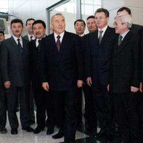 Фото со строителями и архитекторами 2003