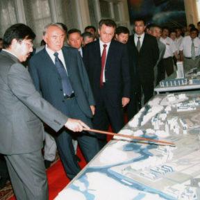 Г. Мутанов, Н. Назарбаев, В. Храпунов Усть-Каменогорск 2005