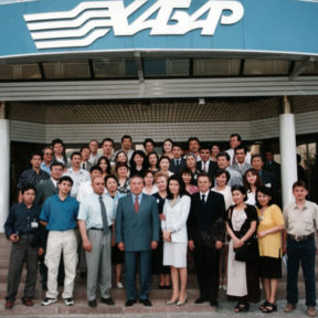 Посещение Н. Назарбаева агентства «Хабар». В. Рерих, Н. Назарбаев, Д. Назарбаева, В. Храпунов