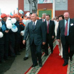 Н. Назарбаев, В. Храпунов, А. Самакова, Г. Зильберберг, АО «Казцинк» Усть-Каменогорск 2005