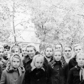 Первый справа Виктор, село Предгорное 1959
