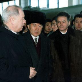 """Президент концерна """"Skoda"""", Н. Назарбаев, В. Храпунов 05.01.1999"""