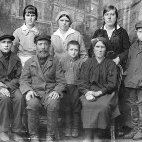 Родственники. Дядя мамы с семьей 1940