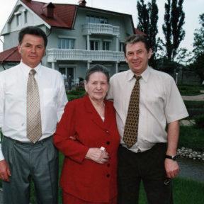 С мамой, братом Евгением Алматы 2002