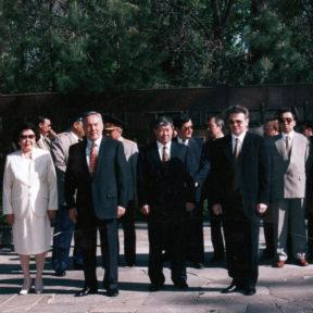 С. Назарбаева, Н. Назарбаев, А. Есимов, В. Храпунов День Победы 9 мая 1999