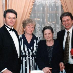 сестра Анна, мама Анастасия Николаевна, брат Евгений