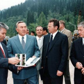 Ш. Кулмаханов, Н. Назарбаев, В. Храпунов, К. Букенов 1999