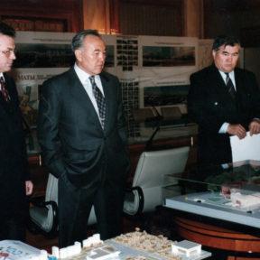 В. Храпунов, Н. Назарбаев, С. Баймагамбетов 1999
