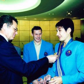 Вручение награды олимпийской чемпионке О. Шишигиной