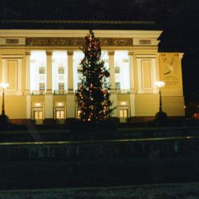 Здание театра и оперы имени Абая после реконструкции, выполненной мэрией г. Алматы 2000